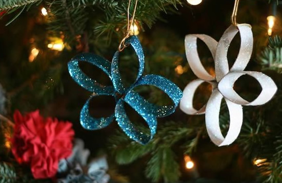 Decore a sua casa para o Natal com materiais reciclados.